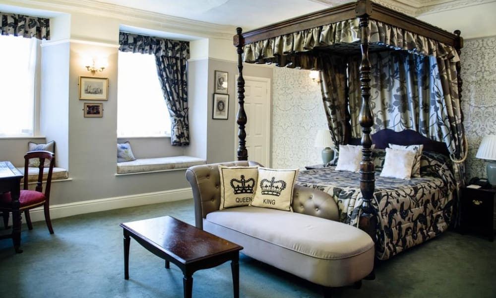 Old Hall Hotel four poster bed