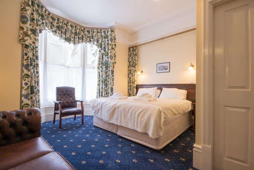 The Roseleigh Guest House Buxton ensuite room